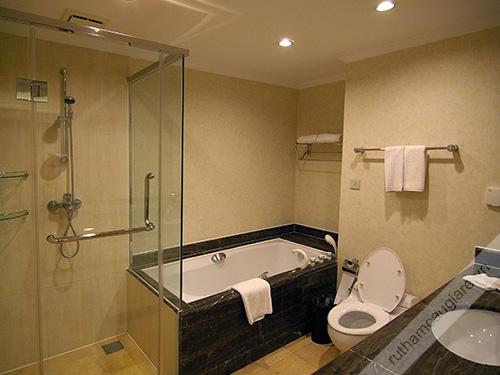Mẫu thiết kế nhà vệ sinh đẹp hiện đại 04