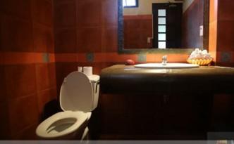 Nội thất bên trong nhà vệ sinh công cộng ở Đà Nẵng