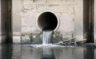 Xả nước thải chưa qua xử lý ra sông Sài Gòn ở TPHCM