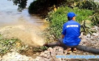 Chất thải hầm cầu được xả thẳng xuống hồ